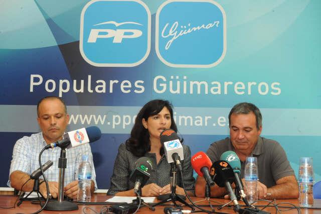 Rueda de prensa de la nueva alcaldesa. / JAVIER GANIVET