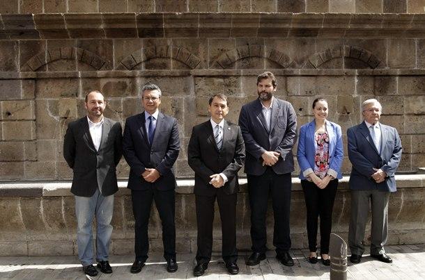 Autoridades en la presentacion de la restauración de la Fuente Morales. | OSCAR MARTÍN