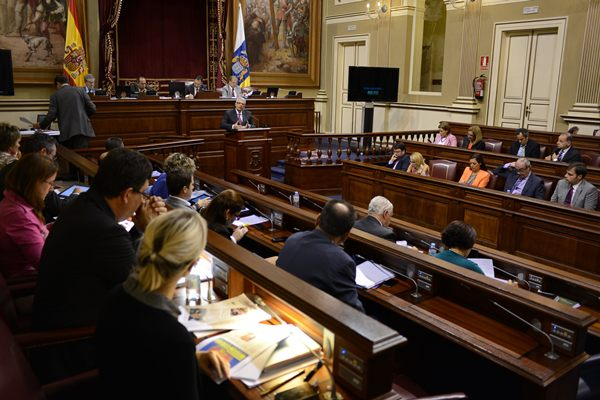 Un momento de una sesión plenaria del Parlamento de Canarias. | SERGIO MÉNDEZ