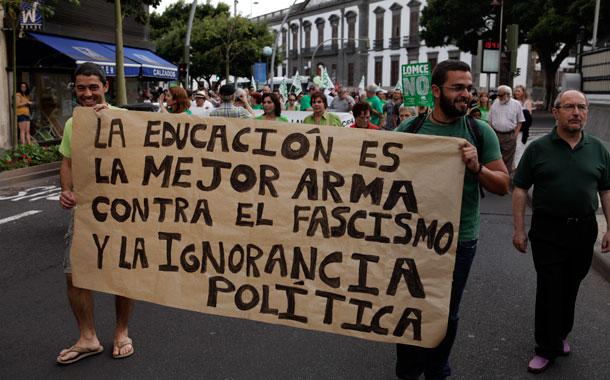 La jornada, con una concentración en la ULL, culminó con una manifestación por las calles santacruceras. / Ó.M.-J.G