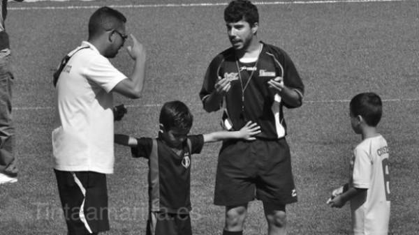 tintamarilla Alejandro Rodríguez jugador separa entrenador y árbitro