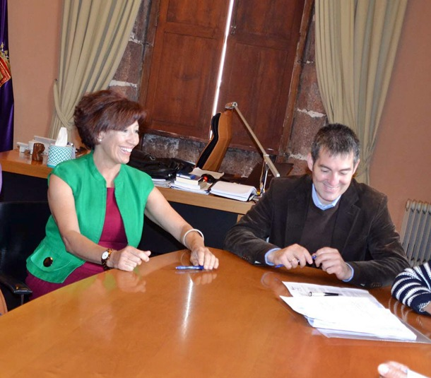 Inés Rojas y Fernando Clavijo firman la reposición de la urbanización Centurión