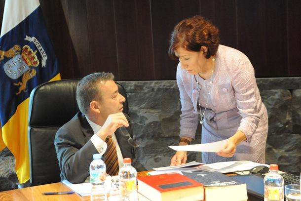 Inés Rojas conversa con Paulino Rivero