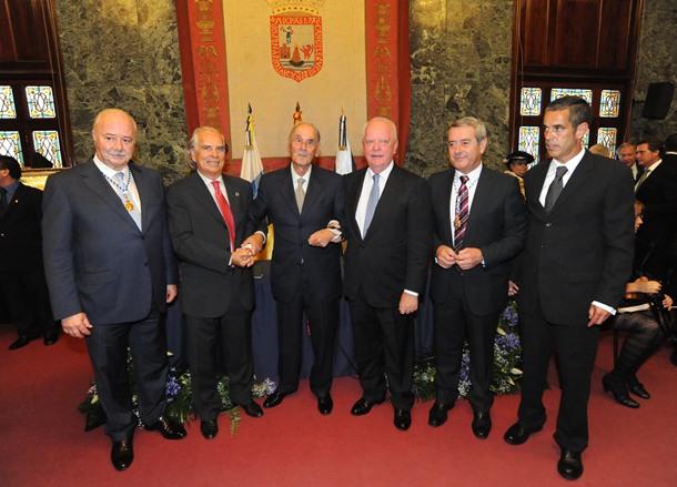 Entrega de las Medallas de Oro de Tenerife a Pedro González, IAC y Loro Parque.