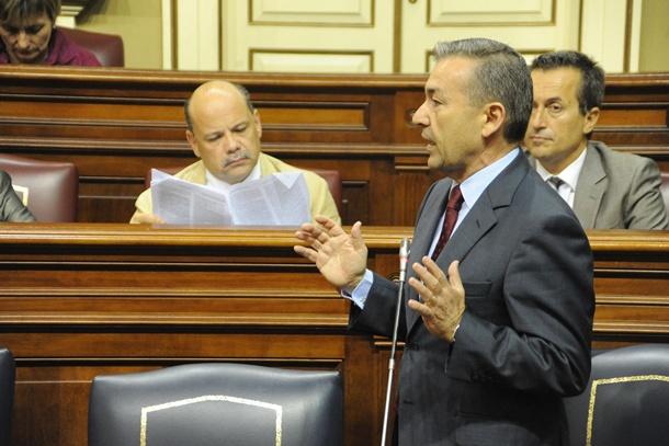 El presidente del Gobierno canario, Paulino Rivero, en la sesión de control