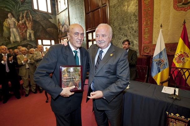 Ricardo Tavío Peña recibe el título de Hijo Ilustre de la isla de Tenerife