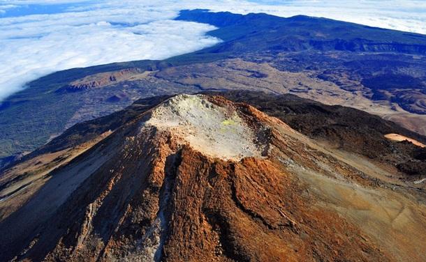 Vista del Pico del Teide y su cráter,
