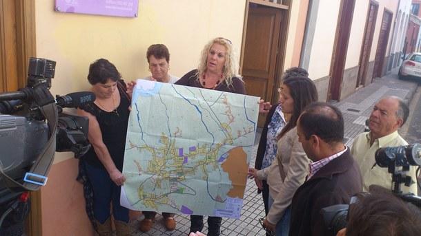 Varios vecinos de Valle de Guerra presentan un PGO alternativo