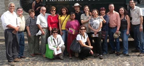 Cano, con miembros del Comité Universitario Turístico de Guatemala, vecinos de San Cristóbal El Alto  y empresarios turísticos y profesionales turísticos
