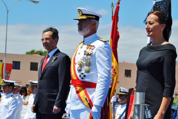 Armada entrega bandera combate 'Meteoro' Antonio Castro Agueda Montelongo