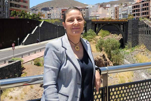 Isabel Santana Hernández, promotora de  la campaña apadrinamiento del Centro El Pinar. | JAVIER GANIVET