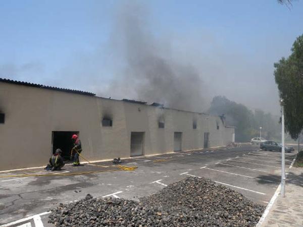 Incendio de una nave de un apartahotel en el sur de Tenerife. / DA