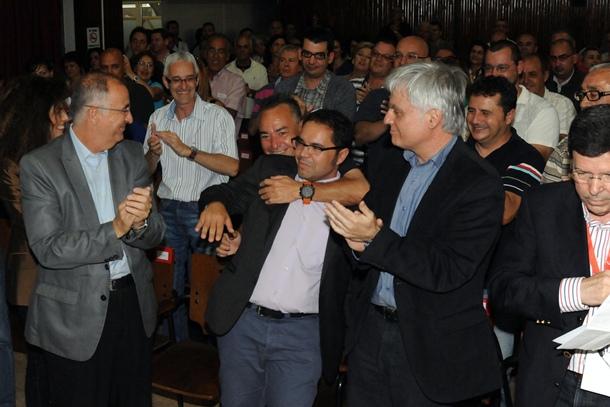 José Miguel Pérez y Francisco Hernández Spinola felicitan a Gustavo Santana