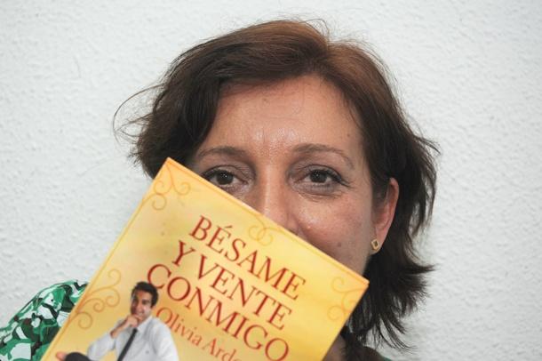 Olivia Ardey escritora 'Bésame y vente conmigo