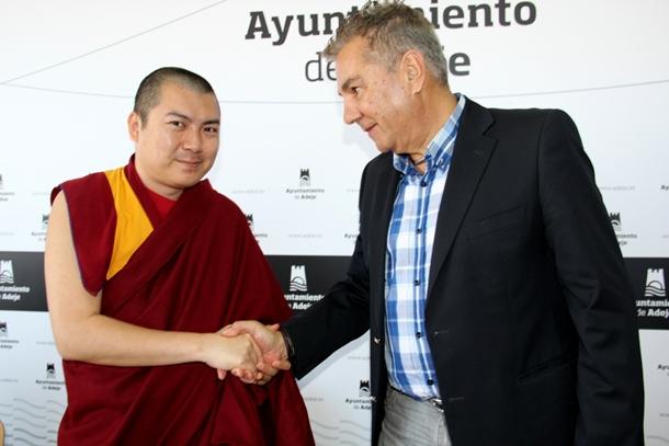 monje budista Kenrab Rinpoche y alcalde Adeje Jose Miguel Rodriguez Fraga