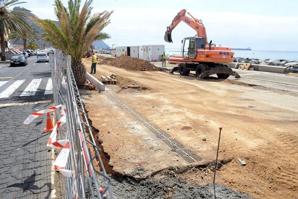 En la actualidad se están acometiendo los trabajos de la primera fase de remodelación de la avenida marítima. / SERGIO MÉNDEZ