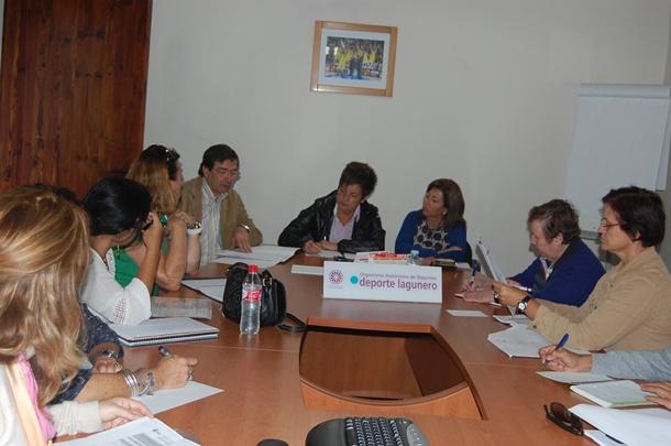 reunion directores 11 colegios de La Laguna y concejales Bienestar Social Deportes y Educacion