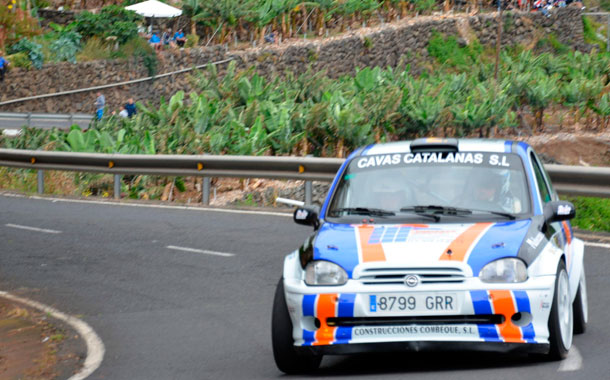 Varios momentos del VI Rally Cielo de La Palma disputado ayer en el tramo Sauces-San Andrés sobre una distancia de 5,5 kms. / DAVID SANZ