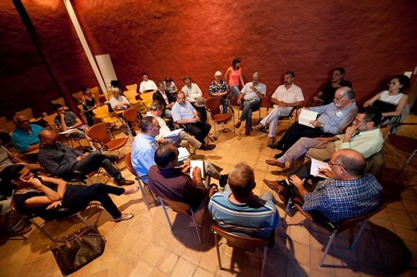 Un instante de la reunión celebrada ayer en la Casa de los Capitanes. | FRAN PALLERO