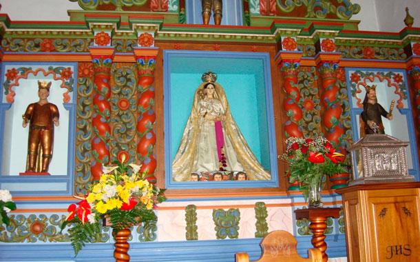 Los herreños se han dedicado durante las últimas semanas a arreglar los lugares por donde transitará la Virgen de los Reyes. / FOTOS: RAÚL ÁLAMO ALBA DÍAZ