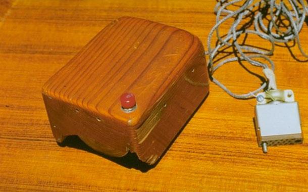 Primer ratón ordenador, inventado por Douglas Carl Engelbart