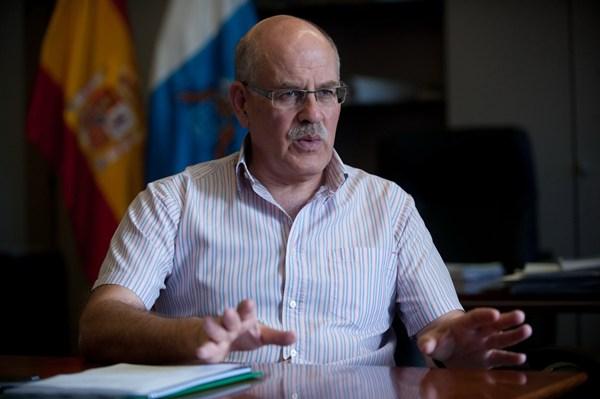 Teófilo González durante la entrevista. | FRAN PALLERO