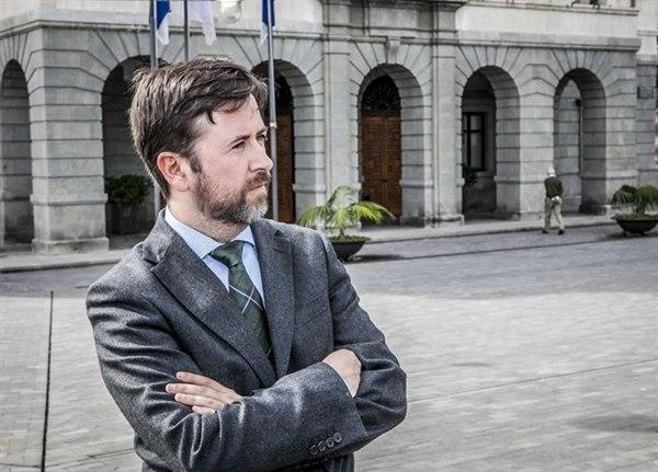 Carlos Alonso no está de acuerdo con la estrategia de internacionalización de Binter porque cree que deja en mala posición a Canarias.