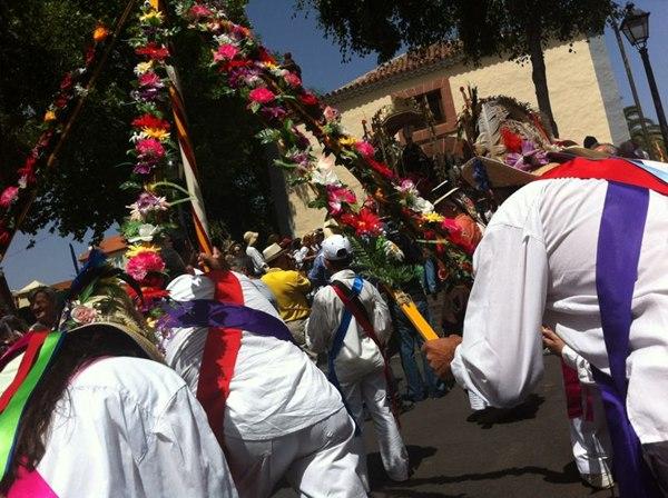 Los laguneros llenaron las calles para celebrar su romería. / FRAN PALLERO