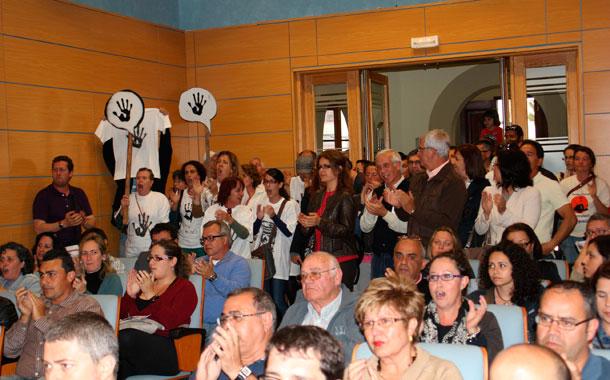 Público asistente a una sesión plenaria del Cabildo de Fuerteventura