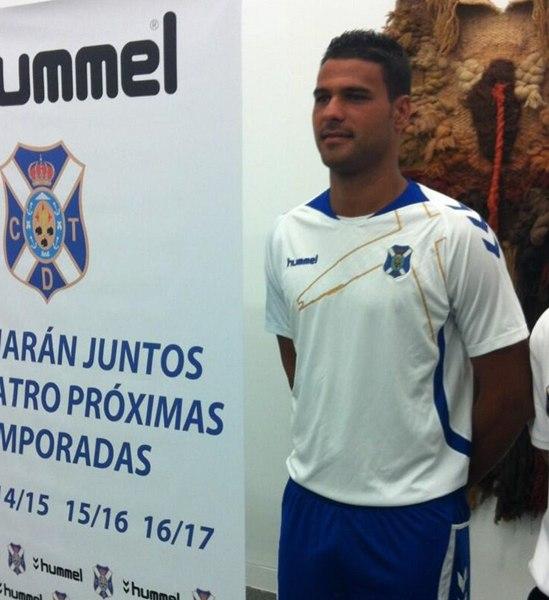 Primera equipación del CD Tenerife. / DA