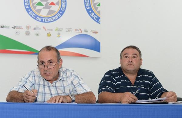 Benito Rodríguez (i), en la última reunión con deportistas. | SERGIO MÉNDEZ