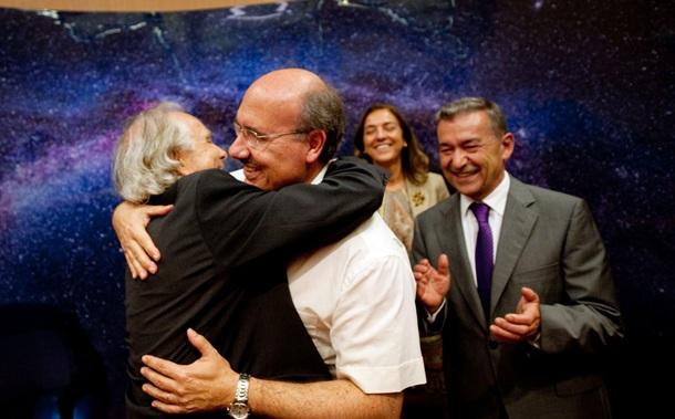 Francisco Sánchez abraza a Rafael Rebolo FRAN Pallero