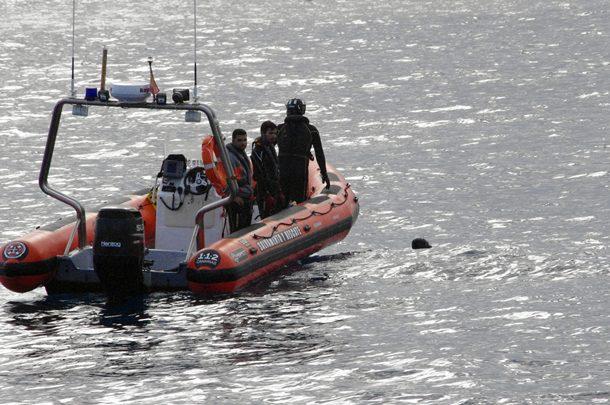 Los buzos de la Guardia Civil (GEAS) localizaron el cadáver del ahogado. | JAVIER REGALADO