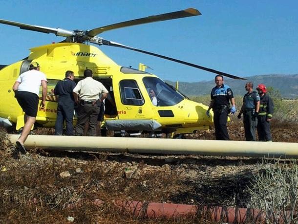 Evacuación del cazador herido tras un disparo en el helicóptero del SUC.   DA
