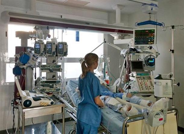 enfermera Unidad de Cuidados Intensivos UCI hospital