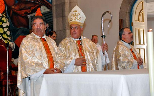 Jesus Mendoza y el obispo