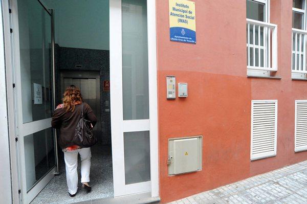 Sede del Instituto Municipal de Atención Social (IMAS), en la capital tinerfeña. / JAVIER GANIVET