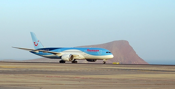 B-787 Dreamliner en Aeropuerto Tenerife Sur.JPG