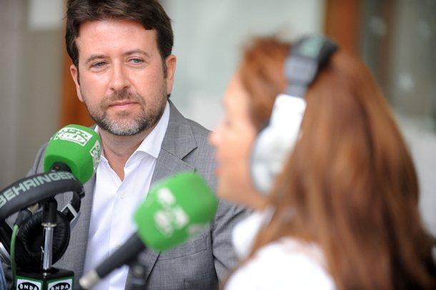 Carlos Alonso, ayer, durante la entrevista concedida a Teide Radio-Onda Cero en el hotel Mencey. / JAVIER GAVINET