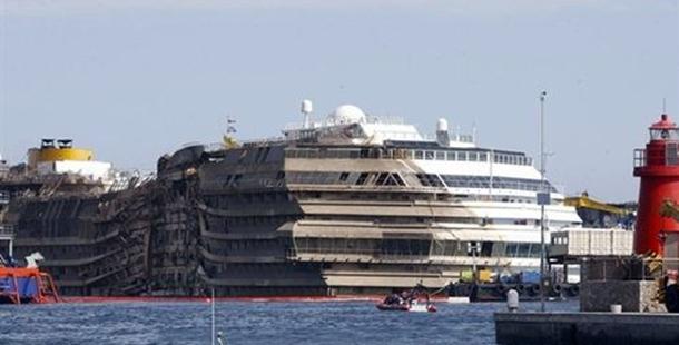 Costa Concordia reflotado tras naufragio