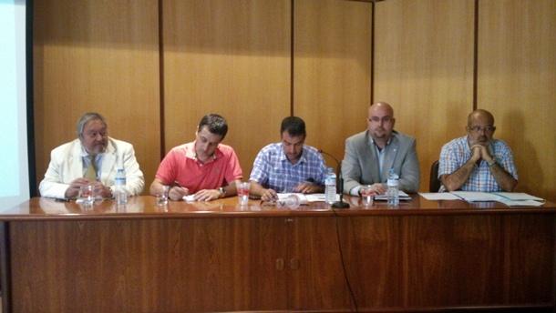 Antonio Manuel Alonso, Francisco Ramos, Raúl Hernández (moderador del debate), Juan Pablo González y Agustín Santana