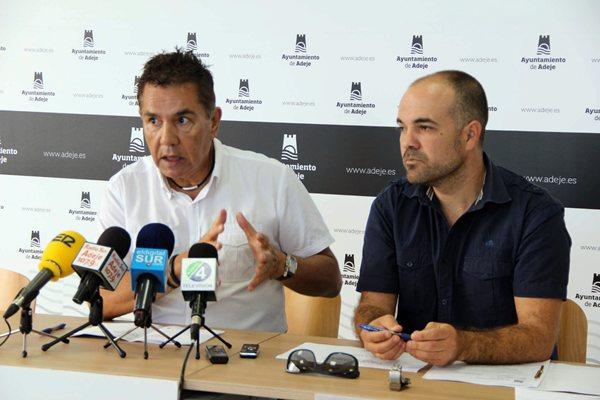 """El alcalde calificó ayer en rueda de prensa de """"ejemplar"""" la """"conducta fiscal"""" de los vecinos. / DA"""
