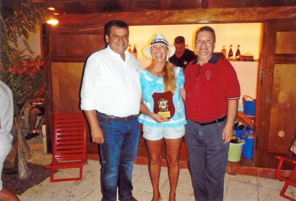 Roswitha Kerf entre Domingo Ramos y José Francisco Pinto.
