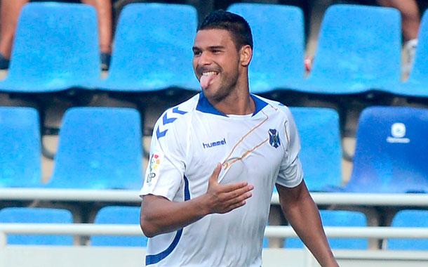 El delantero grancanario marcó el 2-2 en la segunda parte. / SERGIO MÉNDEZ