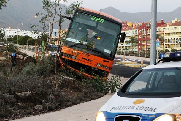 accidente guagua en Adeje
