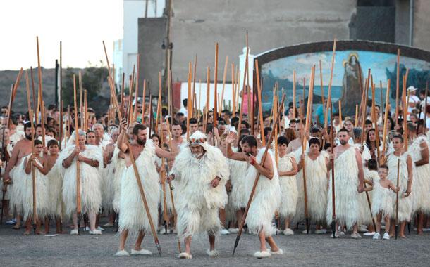 Sí emocionante fue la llegada de la Virgen a la ermita, no menos lo fue la ceremonia de la aparición de esta a los guanches. / SERGIO MÉNDEZ