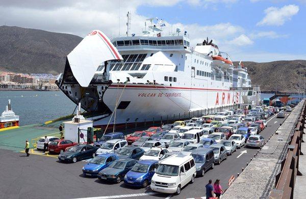 El Volcán de Taburiente está cubriendo en la actualidad la ruta de Tenerife-La Gomera-El Hierro, dos veces a la semana. / FRAN PALLERO