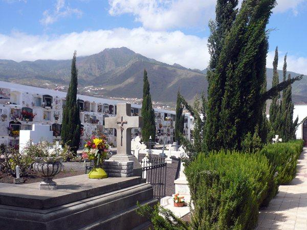 El cementerio de Candelaria ha sustituido toda su red de agua por las continuas fugas. / NORCHIL