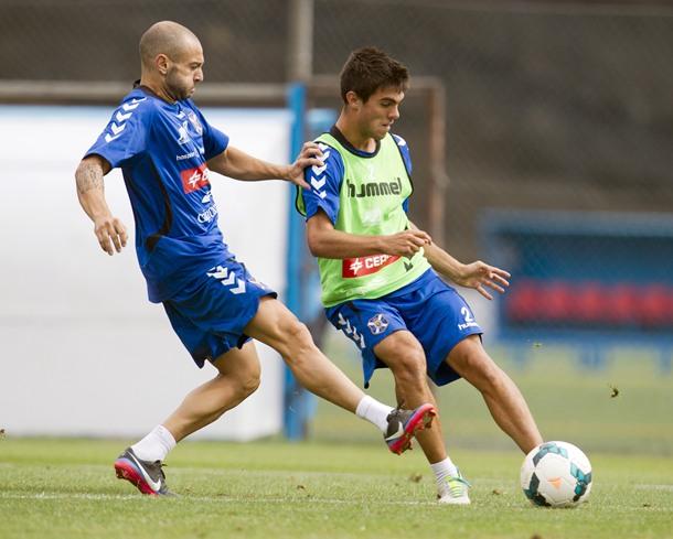 Chechu Flores (derecha), en un entrenamiento esta temporada. / S. F.