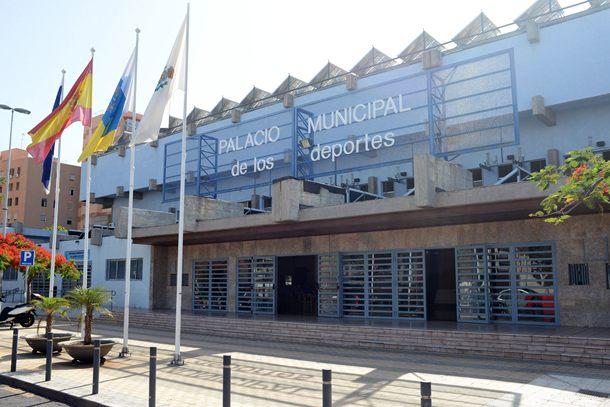 La ampliaci n del pabell n a concurso en el ltimo for Piscina municipal puerto de la cruz